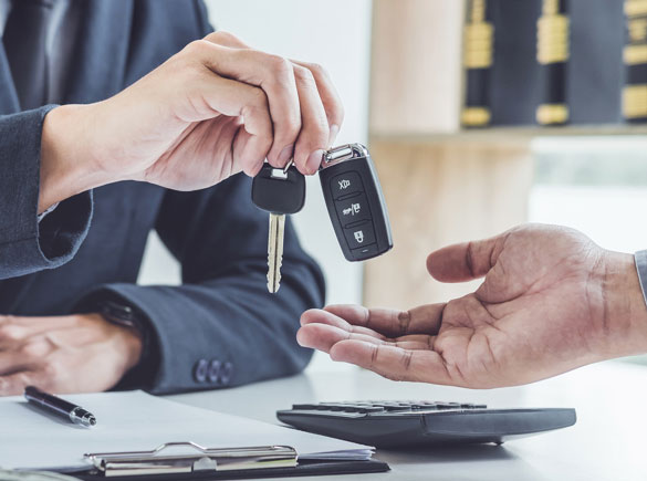 handing car keys to new buyer